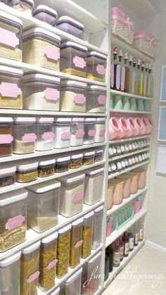 Straightforward and also Quick Tricks to Much Better Kitchen Organization - Ways Organize Your Kitchen Pantry For Maximum Storage Efficiency Bakery Kitchen, Kitchen Pantry Design, Home Decor Kitchen, Interior Design Kitchen, Home Kitchens, Bakery Interior, Shabby Chic Kitchen, Kitchen Organization Pantry, Home Organisation
