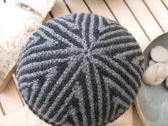 Simpelthen en genial hue til drenge og mænd, som er nem og sjov at strikke, når man kan strikke vendestrik. Den originale TYCHUS model er d... Dog Pattern, Head And Neck, Drops Design, Hobbies And Crafts, Hue, Knitted Hats, Knit Crochet, Knitting Patterns, Cross Stitch