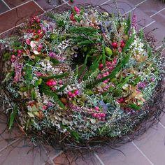 Xmas Decorations, Flower Decorations, Cottage Garden Plants, Fall Decor, Holiday Decor, Welcome Wreath, Garden Shop, Fall Flowers, Summer Wreath
