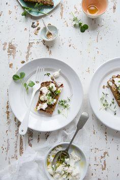 Rye Soda Brot und hausgemachten Ziegenquark :: Sonja Dahlgren / Dagmar Kitchen