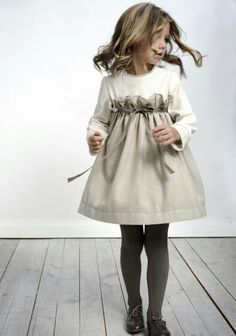 Moda Infantil y mas: - Labube - Otoño-Invierno - love this style! not fond of the large ruffle, but the color and concept is beautiful! Little Girl Fashion, Fashion Kids, Look Fashion, Babies Fashion, Dress Fashion, Fall Fashion, Fashion Outfits, Little Dresses, Little Girl Dresses