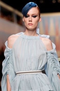 See all the Details photos from Fendi Spring/Summer 2018 Ready-To-Wear now on British Vogue Fashion 2018, Pink Fashion, Fashion Week, Fashion Show, Fashion Dresses, Fendi, Roman Fashion, Fashion Details, Fashion Design