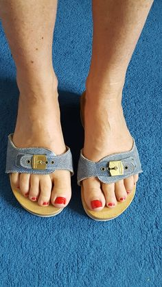 Sexy Sandals, Sandals Outfit, Strap Sandals, Carrie Underwood Feet, Clogs, Dr Scholls Sandals, Glamorous Hair, Cute Slippers, Wooden Sandals