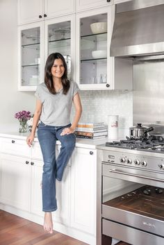 Here are some kitchen tips from television host, mother and businesswoman Daphne Oseña Paez. Prep Kitchen, Kitchen Hacks, Business Women, Kitchen Inspiration, Place, My Style, Kitchens, Interiors, News