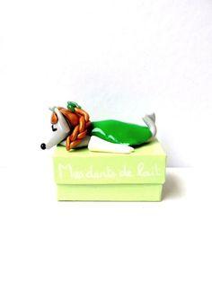 Boite à dents verte pale et sa petite souris endormie : Chambre d'enfant, de bébé par chez-v-renise