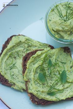 Pasta z bobu z miętą i cytryną - bób sok i skórka z cytryny mięta koperek oliwa czosnek sól pieprz