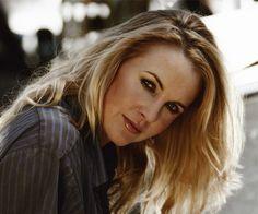 Evelyn Renée O'Connor es una actriz, directora, productora y guionista, conocida principalmente por su papel de Gabrielle en la famosa serie de culto Xena: la princesa guerrera.