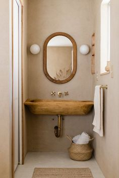 Natural wooden colors in small bathroom