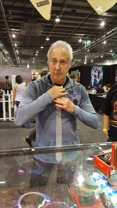 Brent Spiner scored himself a FireBear Armoury Chainmail Tie at OzComicon in Adelaide :-)