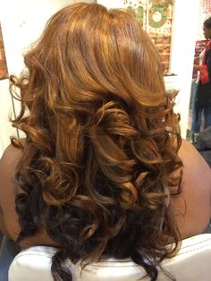 Press AlertFull Sew-in w/minimal leave out(3 bundles), styled in Loose Curls