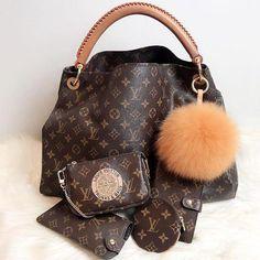 Louis Vuitton  il classico monogram e come abbinarlo – No time for style   Louisvuittonhandbags ee4b12aab76b1