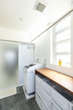 ねこと空の家 – 福岡の女性住空間デザイナーが提案する注文住宅 Room Interior, Home Interior Design, Utility Room Storage, Beige Bathroom, Natural Interior, Bathroom Renovations, Washroom, Home Crafts, Diy Crafts