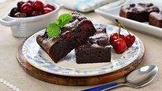 Prajitura brownie cu cirese - reteta video No Cook Desserts, Brownies, Cooking Recipes, Caramel, Food, Lunches, Blouses, Youtube, Pastries