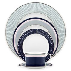 Sophisticated but fun, kate spade new york's chic Mercer Drive Dinnerware epitomizes easy elegance. Its dynamic geometric patterns are mixed with bands of color on platinum-accented white bone china for a look that is quintessentially kate spade. Kate Spade, Dinner Sets, Dinner Table, Dinnerware Sets, China Dinnerware, China Patterns, Fine China, Place Settings, New York