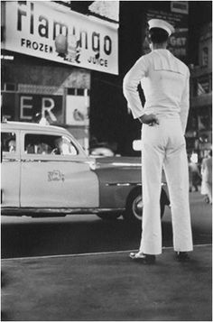 ELLIOTT ERWITT / SELECTED IMAGES /  TIMES SQUARE, NEW YORK CITY (SAILOR)