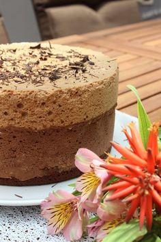 Bolo Mousse de Chocolate Café e Amaretto Blackberry Syrup, Brownie Cupcakes, Brunch, Portuguese Recipes, Homemade Chocolate, Melting Chocolate, Clean Eating Snacks, Vanilla Cake, Pie Recipes