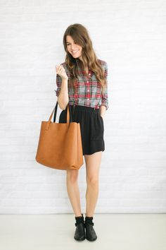 Love this minimal fall outfit! //4.8 going sockless (or … not)