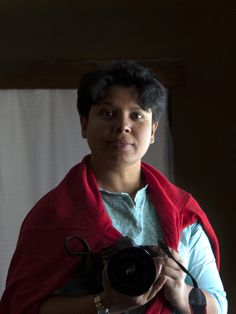 """Jannatul Mawa's documentary photo series """"Close Distance"""" attempts to document the nuanced relationships between South Asian women and their maids. Look at the pictures - check out that body language! News Logo, Social Activist, Documentary Photographers, Photo Series, Body Language, Maids, Asian Woman, Distance, Documentaries"""