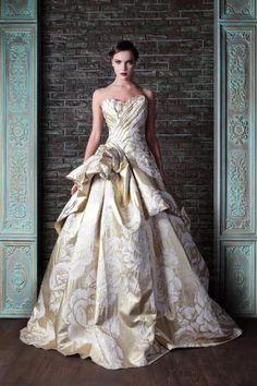 Atemberaubende White & Gold Wedding Gown - ein Schritt in Richtung Glamour Style Couture, Couture Fashion, Net Fashion, Gothic Fashion, Victorian Fashion, Dress Fashion, Fashion Outfits, Beautiful Gowns, Beautiful Outfits