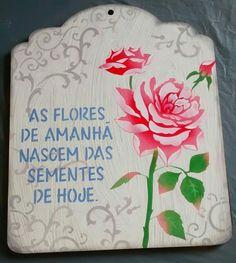 Placa em mdf, projeto de Mayumi Takushi, confeccionada com estêncil, executada por Denise Gomes Machado