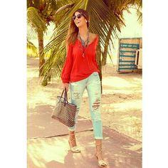 Look fashion para o dia a dia da @chrisbittar !!! Arrasou!!! Se vc conhece alguma loja que vende esse look manda pra gente q divulgaremos no site! É só preencher um formulário bem rapidinho! Tá lá no site! #lookdodia #ootd #modablogueira #moda #fashion #fashionblogger #vistaolook