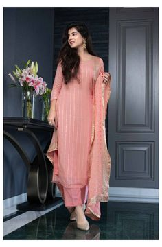 Pakistani Fashion Party Wear, Indian Fashion Dresses, Dress Indian Style, Indian Designer Outfits, Indian Outfits, Stylish Dresses For Girls, Stylish Dress Designs, Designs For Dresses, Dresses For Women