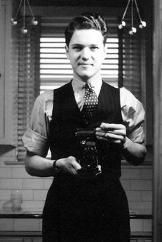 Self portrait - 1940s style. why cant men dress this good these days....