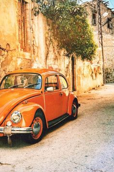 volkswagen classic cars e Vw Bus, Volkswagen New Beetle, Orange Aesthetic, Aesthetic Colors, Car Photography, Vintage Photography, Retro Cars, Vintage Cars, Colorfull Wallpaper