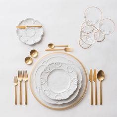More new combo love With our NEW Halo Glass Charger in 24k Gold + Signature Collection Dinnerware + 24k Gold Collection Flatware + Chloe 24k Gold Rimmed Stemware + 14k Gold Salt Cellars + Tiny Gold Spoons #cdpdesignpresentation #