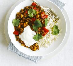 The secret ingredient in this chipotle-spiced, beef chilli con carne is a storecupboard favourite - baked beans