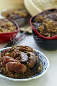 Delicious homemade Lo Mai Gai, a popular dim sum dish of steamed glutinous rice topped with lap cheong, dark soy sauce chicken and mushrooms. With video. | Food to gladden the heart at RotiNRice.com #RotiNRice