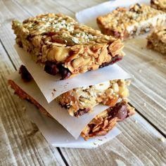 These soft and chewy Amish Friendship Bread granola bars are a delicious, healthy and wholesome snack for adults and kids alike. Friendship Bread Recipe, Friendship Bread Starter, Amish Friendship Bread, Amish Bread Recipes, Dutch Recipes, Sourdough Recipes, Amish Bread Starter, Snack Recipes, Cooking Recipes