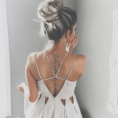 the chic fashionista Grey Balayage, Mode Lookbook, Look Boho, Mode Outfits, Mode Inspiration, Fashion Inspiration, Mode Style, Boho Chic, Hair And Beauty
