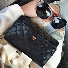 Black classic ♠️ #chanel #chanelfashion #chanellove #chanellover #chanellovers #mychanel #chaneladdict #instachanel #cc #lookbook #fashionista #instafashion #chanelflapbag #chanelwelove #chanelwoc