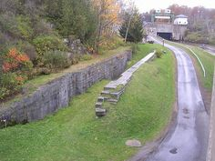 A little better over-all view of what remains of old Lock 36 in Little Falls. Lock E17 is in the background.     http://viettelidc.com.vn