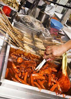 [부산 맛집] 부산 서면 길거리 떡볶이 - 매콤달콤한 떡볶이 & 쌈장에 먹는 순대 & 아주머니의 인심 참외 한조각 :: 네이버 블로그