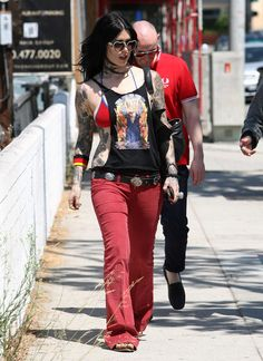 Kat Von D - Kat Von D Hangs WIth The Guys