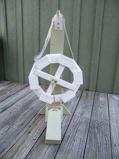 The Thrifty Needle Dodec spinning wheel. Diy Spinning Wheel, Spinning Wool, Spinning Wheels, Hand Spinning, Wood Projects That Sell, Diy Wood Projects, Diy Crafts Tools, Yarn Crafts, Hello Kitty Wallpaper