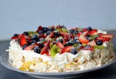 Bakekona - Lidenskap for en sunn livsstil Cookie Desserts, No Bake Desserts, Norwegian Food, Norwegian Recipes, Scandinavian Food, Berry Cake, Pavlova, Rice Krispies, Let Them Eat Cake