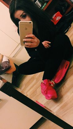 #brunette #model #hair #sitemodel #girl #fashion #ootd #luxury #iphone #nike #airmax #pink #neon