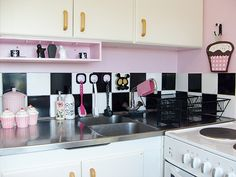 pink with black and white checkerboard YES! Love, love, LOVE this.... Please Lord, let me find a house