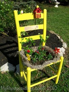 Old Chair Design And Decor For Your Garden Garden Chairs, Garden Planters, Garden Art, Ikea Chair, Diy Chair, Old Chairs, Outdoor Chairs, Adirondack Chairs, Outdoor Dining