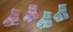 So sehen die fertig gestrickten Babysocken aus