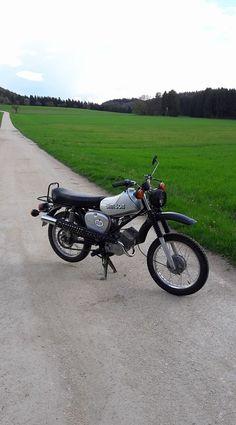 Bild könnte enthalten: Motorrad, Himmel, im Freien und Natur