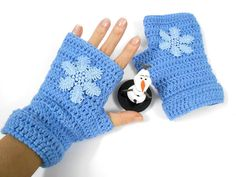 Items similar to Mittens Snowflake Crochet Frozen Disney Elsa Queen Gloves Fingerless mitts on Etsy Crochet Fingerless Gloves Free Pattern, Crochet Mitts, Crochet Boot Cuffs, Crochet Mask, Fingerless Mitts, Crochet Gloves, Frozen Crochet, Crochet Disney, Crochet Crafts