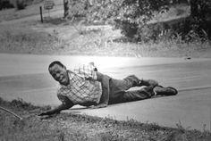 James Meredth herido el 6/6 de1966 encabezó una «Marcha contra el miedo» en la q fue tiroteado,Fotografía-de-Jack-R.-Thornell-ganadora-del-Pulitzer-de-1967