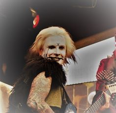 It´s rare ´n´ rad to see performance and pure joy & happiness in performing in amusement park, between House of nightmares horror house, . Rob Zombie, Scary Tales, John 5, Horror House, Political Art, Concert Photography, Joy And Happiness, Lund, Amusement Park