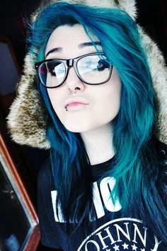 Dye your hair simple & easy to ombre green blue hair color - temporarily use ombre green blue hair dye to achieve brilliant results! DIY your hair ombre with hair chalk Emo Scene Hair, Emo Hair, Scene Bangs, Dyed Hair Blue, Dye My Hair, Purple Hair, Pastel Hair, Green Hair, Ombre Hair