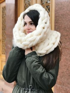 White chunky knit scarf