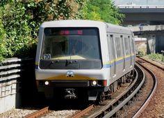 (133k, 720x524)<br><b>Country:</b> Brazil<br><b>City:</b> Rio de Janeiro<br><b>System:</b> Metro Rio<br><b>Line:</b> Line 2 <br><b>Location:</b> São Cristóvão <br><b>Photo by:</b> Tim Deakin<br><b>Date:</b> 6/7/2005<br><b>Notes:</b> An unidentified 'B' type car arrives at São Cristóvão station on line 2, heading for Estácio.<br><b>Viewed (this week/total):</b> 2 / 4600